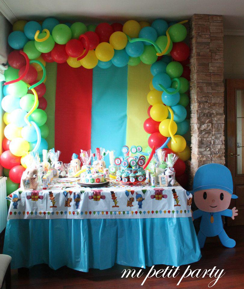 Mi petit party fiesta de pocoyo - Adornos con papel ...