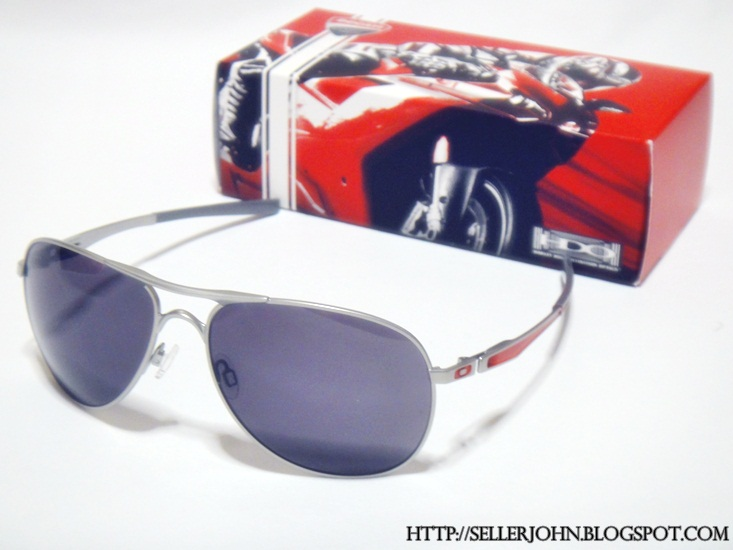 Oakley Ducati Plaintiff Silver Warm Grey « Heritage Malta 6140c71487