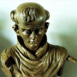 São Benedito, em madeira policromada. Século 17 ou 18 - Museu das Missões, São Miguel das Missões.