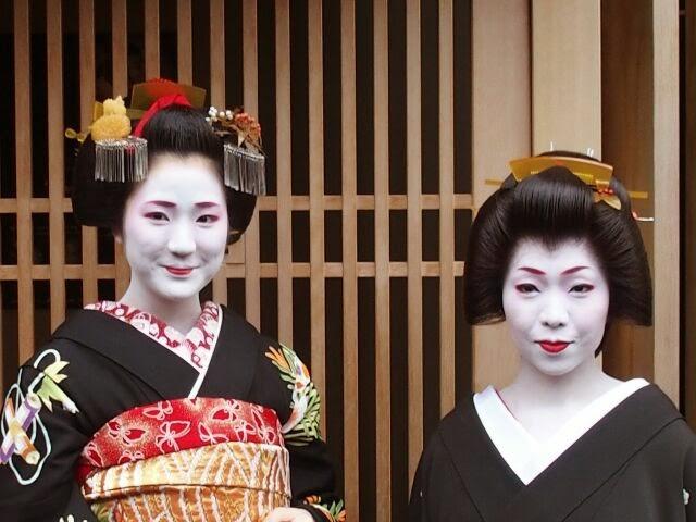 芸姑、雛菊さんと記念撮影した。