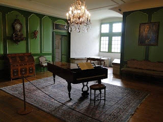 salon,piano