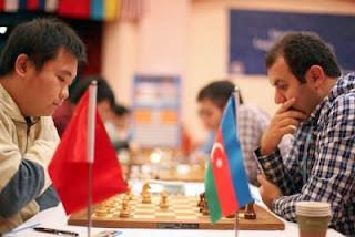 Ronde 7 : les joueurs chinois qui ont battu l'Azebaidjan 3-1 au championnat du monde d'échecs par équipes