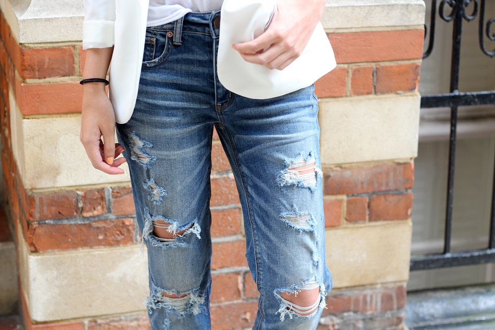 peexo fashion blogger wearing american eagle tomgirl jean