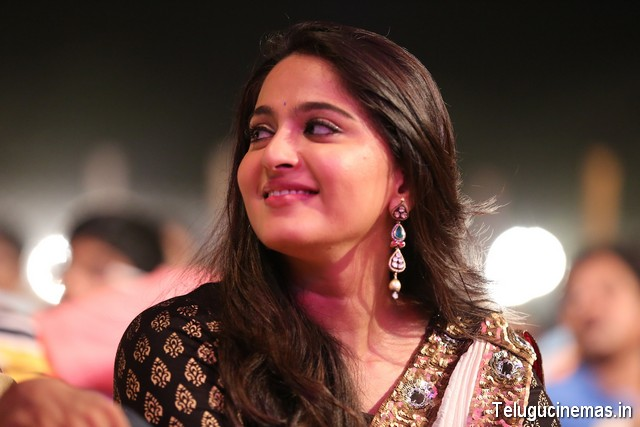 Anushka Stills in Baahubali Audio Launch,Anushka photos Baahubali audio function,Bahubali audio launch Anushka photos,Anushka baahubali audio function photos,Anushka photos,Anushka images,Anushka pictures,Anushka stills,Anushka gallery,Anushka details,Anushka news,Anushka film news,Anushka telugucinemas.in