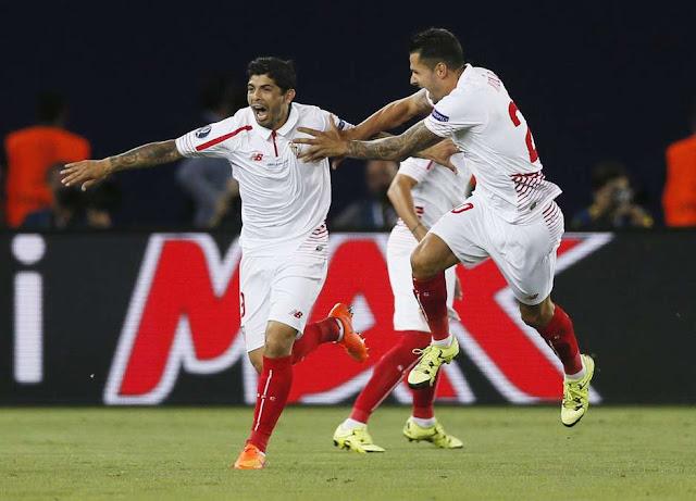 Reyes comemora o segundo gol do Sevilla (Foto: Yuri Kochetkov/EFE)