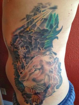 Tatuaje león de perfil