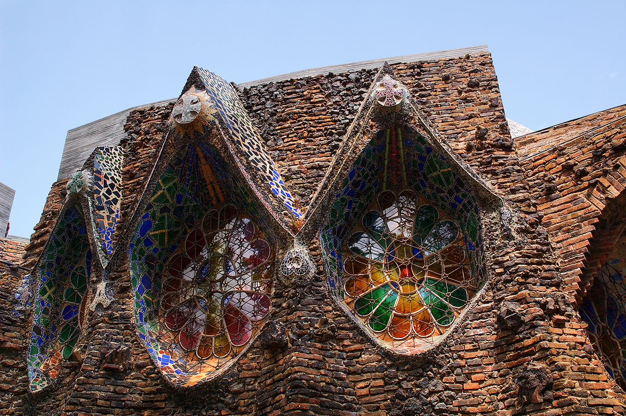 Lizard feathers gaudi genius for Architecture gaudi