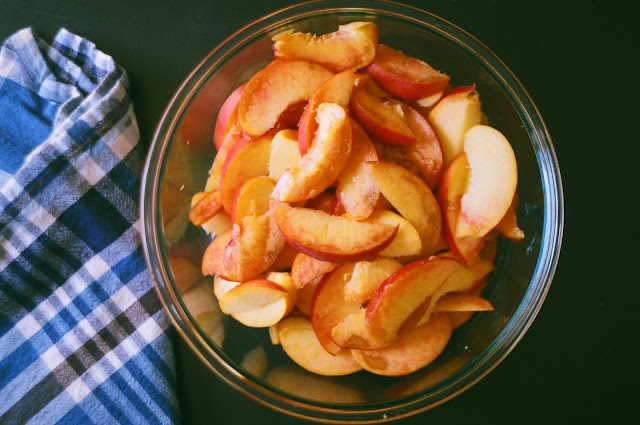 Sliced Peaches for Peach-Sorghum Pandowdy
