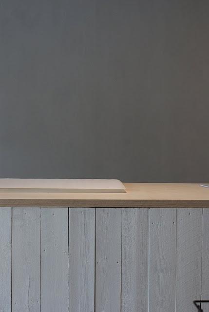 kalkkimaali emma, kalklitir, koivuvaneri, työpöytä, valkoinen puu, sisustusliike, zicos