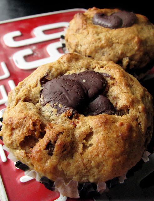 Muffins aux bananes, beurre d'arachide et chocolat