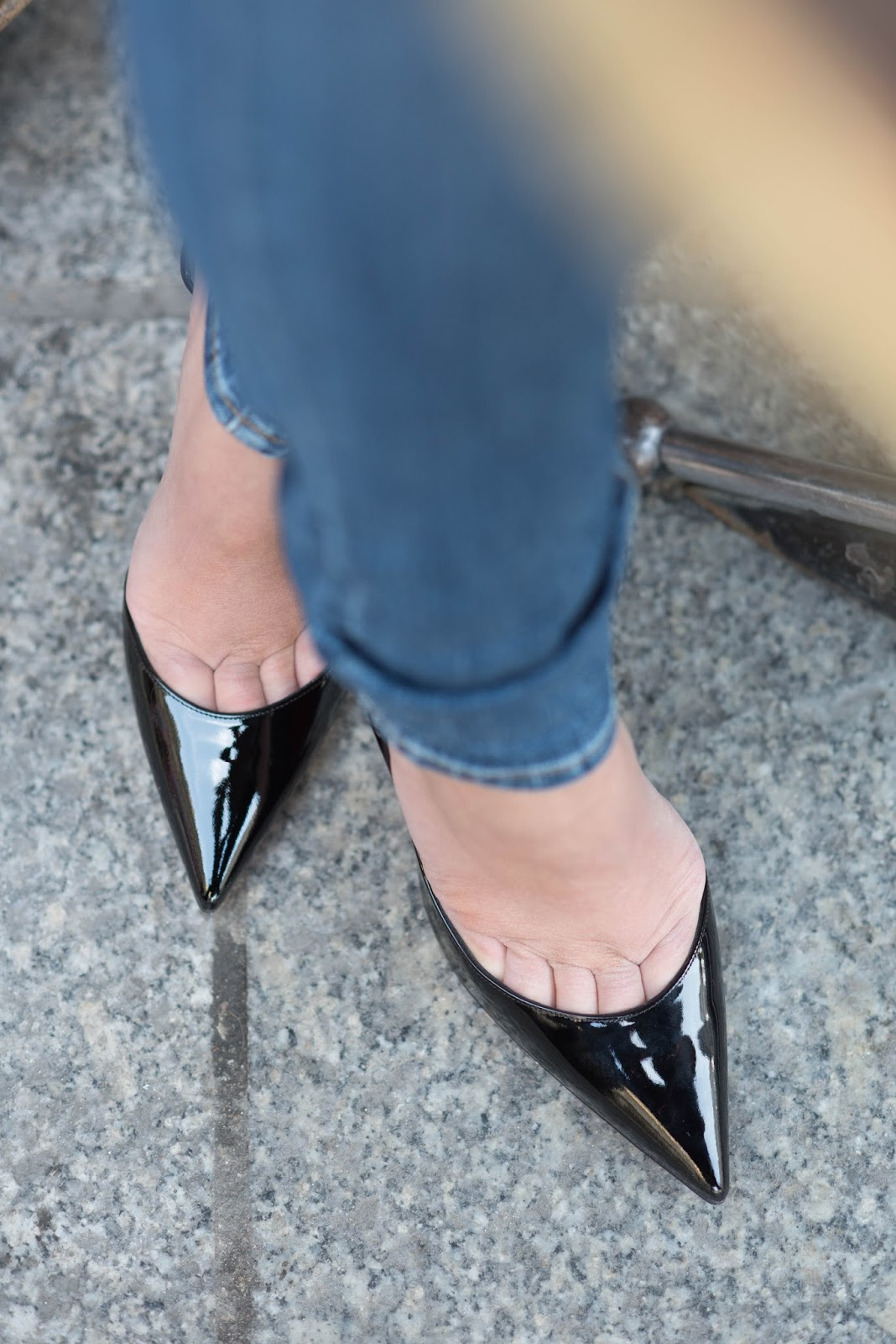 coco and vera, top paris fashion blog, christian louboutin, iriza pumps, black patent, shoe of the day, skinny jeans, the castings, denim, le nemours