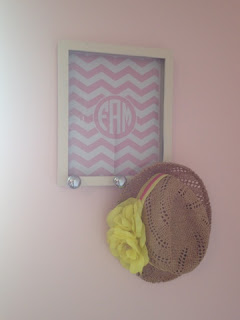 http://www.twoityourself.com/2013/06/diy-baby-gift-monogrammed-chevron-peg.html#more