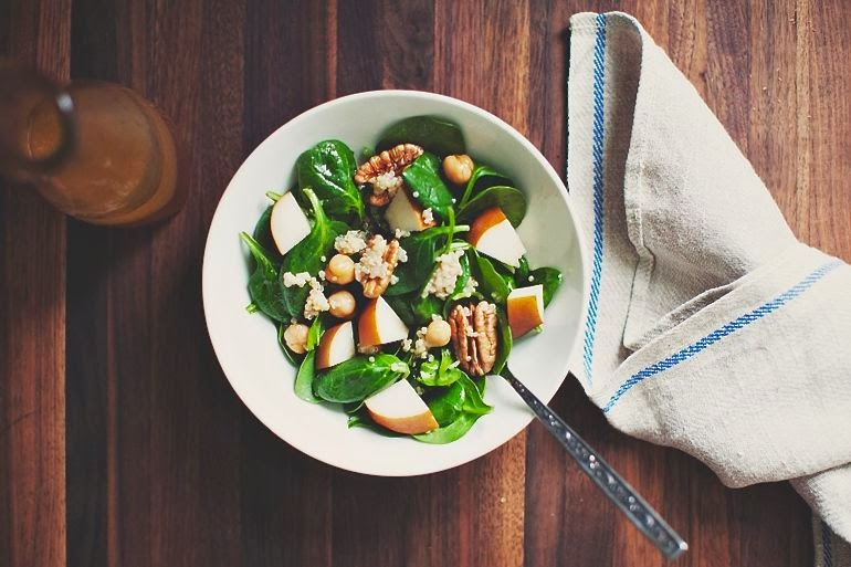 Spinach, Quinoa & Pear Salad