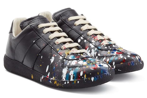 Zapatillas con manchas de pintura