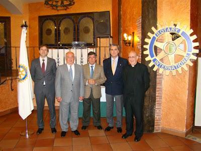 Representantes del Rotary Club y de cáritas Béjar