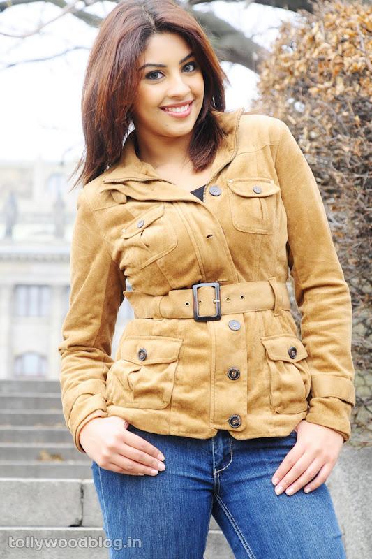 Richa Gangopadhyay Hot Photos in Jeans sexy stills