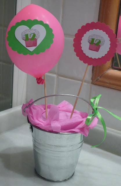 Celebra con ana compartiendo experiencias creativas fiesta cupcake de cumplea os - Decorar letras de corcho blanco ...