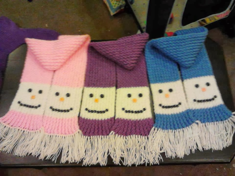 Looming Exclusive Designs: Bonny\'s snowman scarf (Adult size)