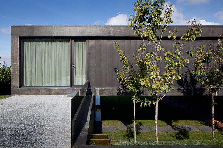 Entrance of Black Concrete House by Pitagoras Arquitectos