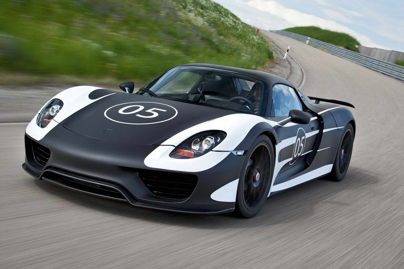 porsche 918 spyder is sold out us grabs 1 3 of its production. Black Bedroom Furniture Sets. Home Design Ideas