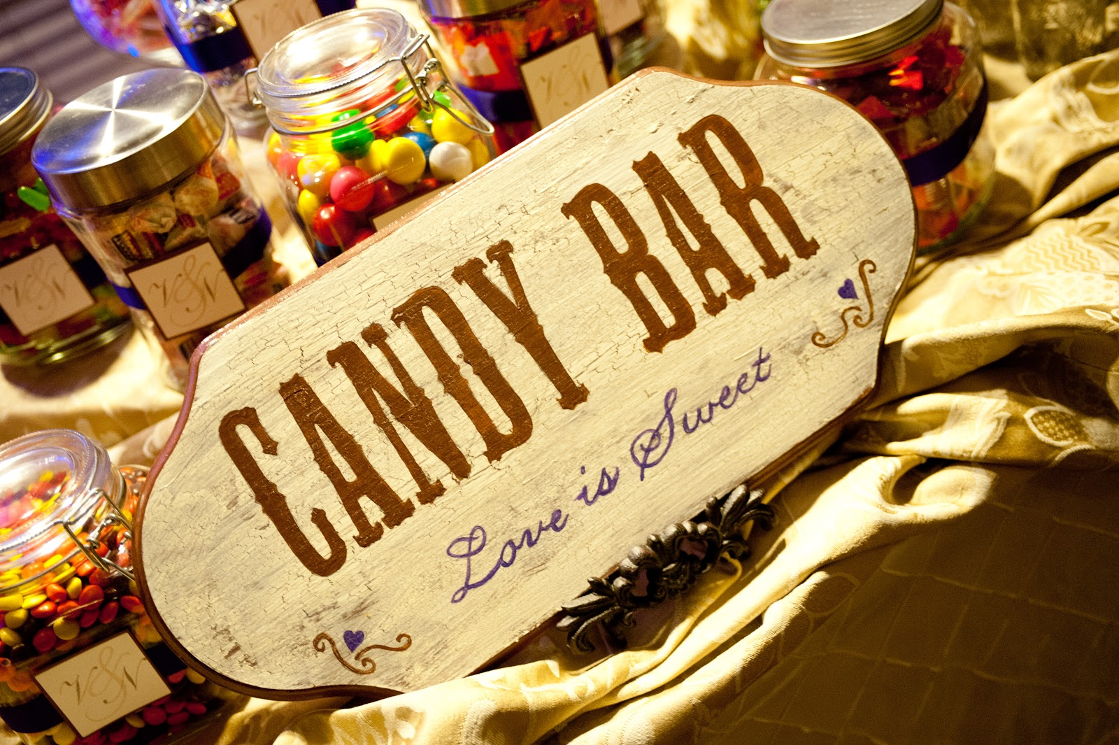 my honey bunch crackle sign diy candy bar. Black Bedroom Furniture Sets. Home Design Ideas