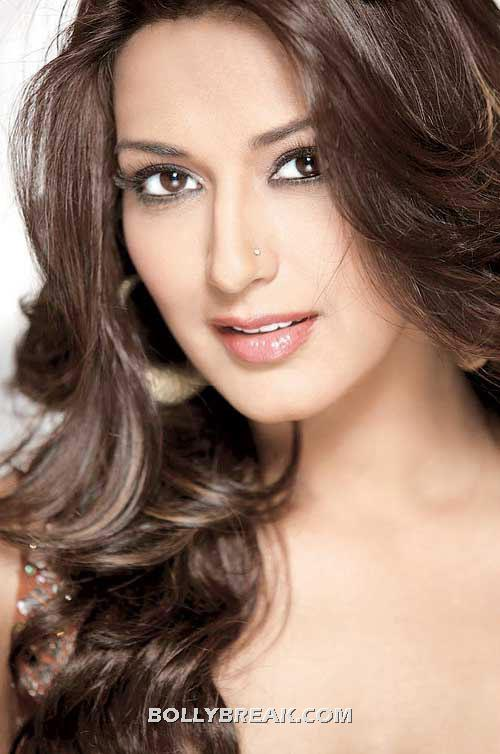 Beautiful sonali bendre close up -  Sonali Bendre  poses for Oriflame - red gown