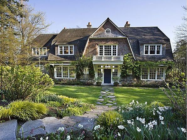 Le petit chateau a trip to the hamptons anyone for Hampton shingle style house plans