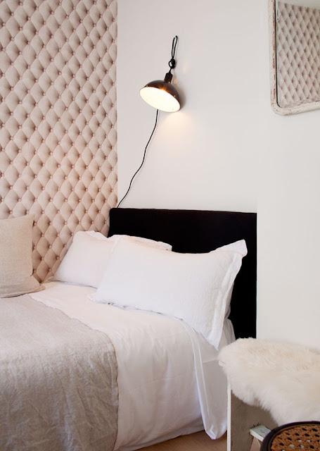 Khi cần thiết có thể xếp thành chiếc giường lớn cho chủ nhân căn hộ nhỏ