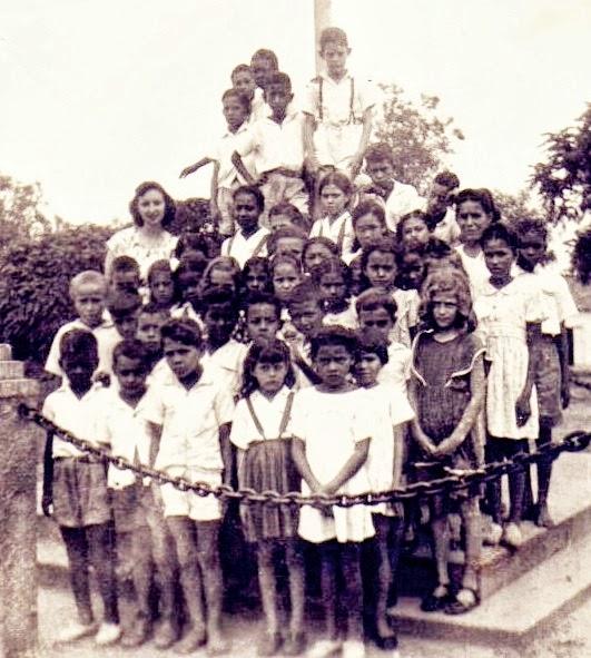 Anos 1930: classe primária no Mastro da Bandeira me Tibiriçá.