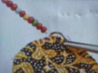 Cara membuat seni kerajinan kalung bunga festoon cantik, unik dan menarik