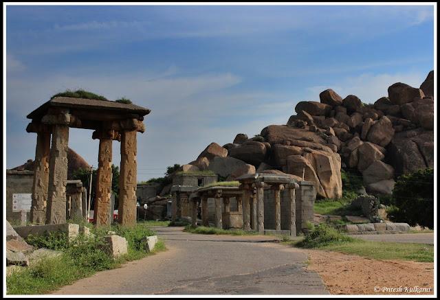 Road outside Bal-Krishna temple