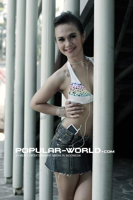 ... Foto Model Aninditia Putri Wanita Cantik Yang Ketagihan Adegan Syur
