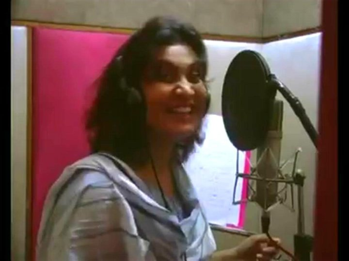 Nighat Naz New Album Recording Photos In Karachi Studios | Naz