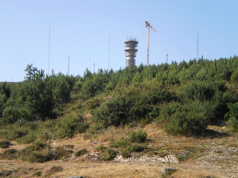Cimo do radar de meteorologia na Serra da Freita
