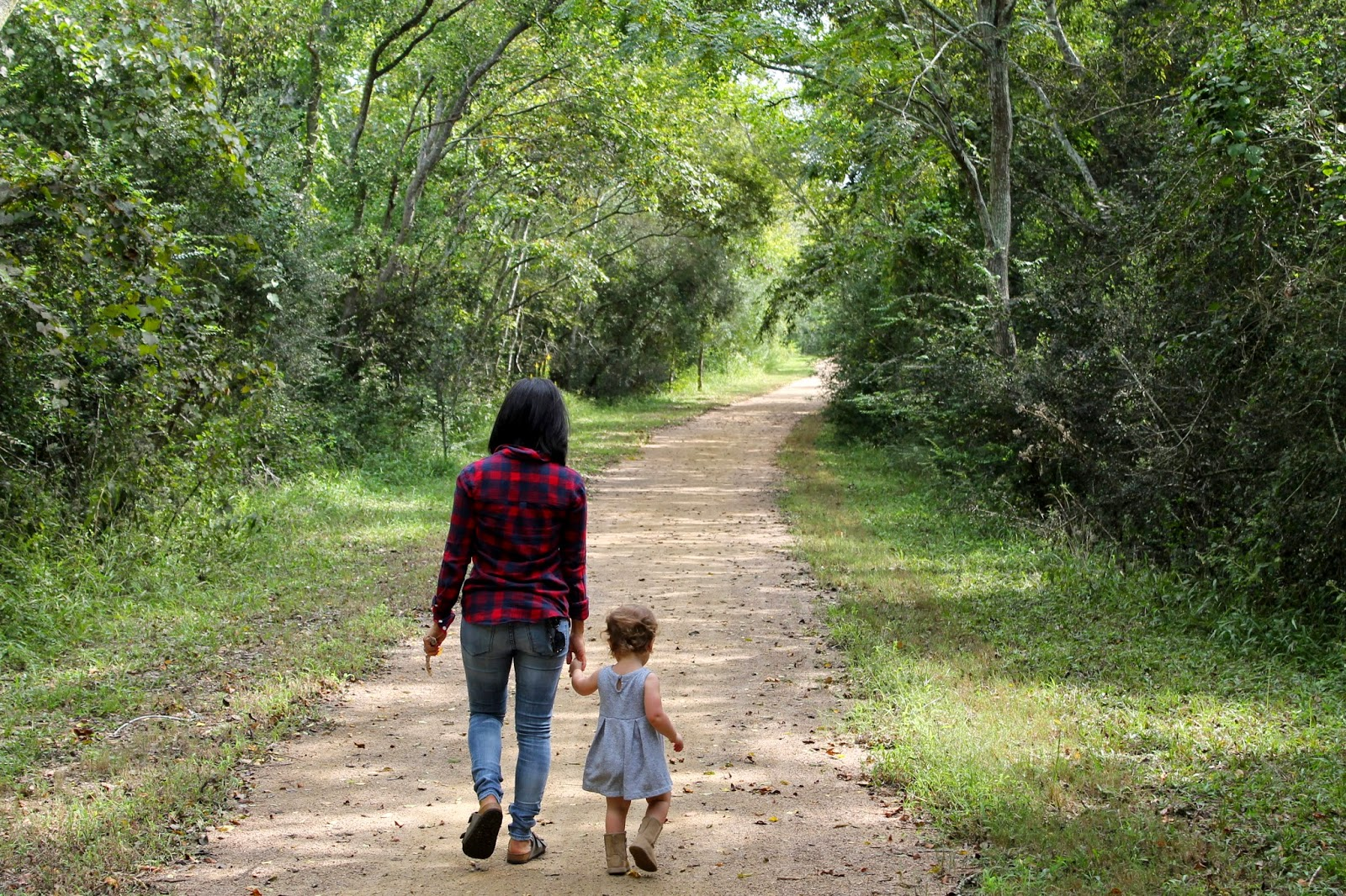 Nature walk with a toddler | BubblesandGold.com