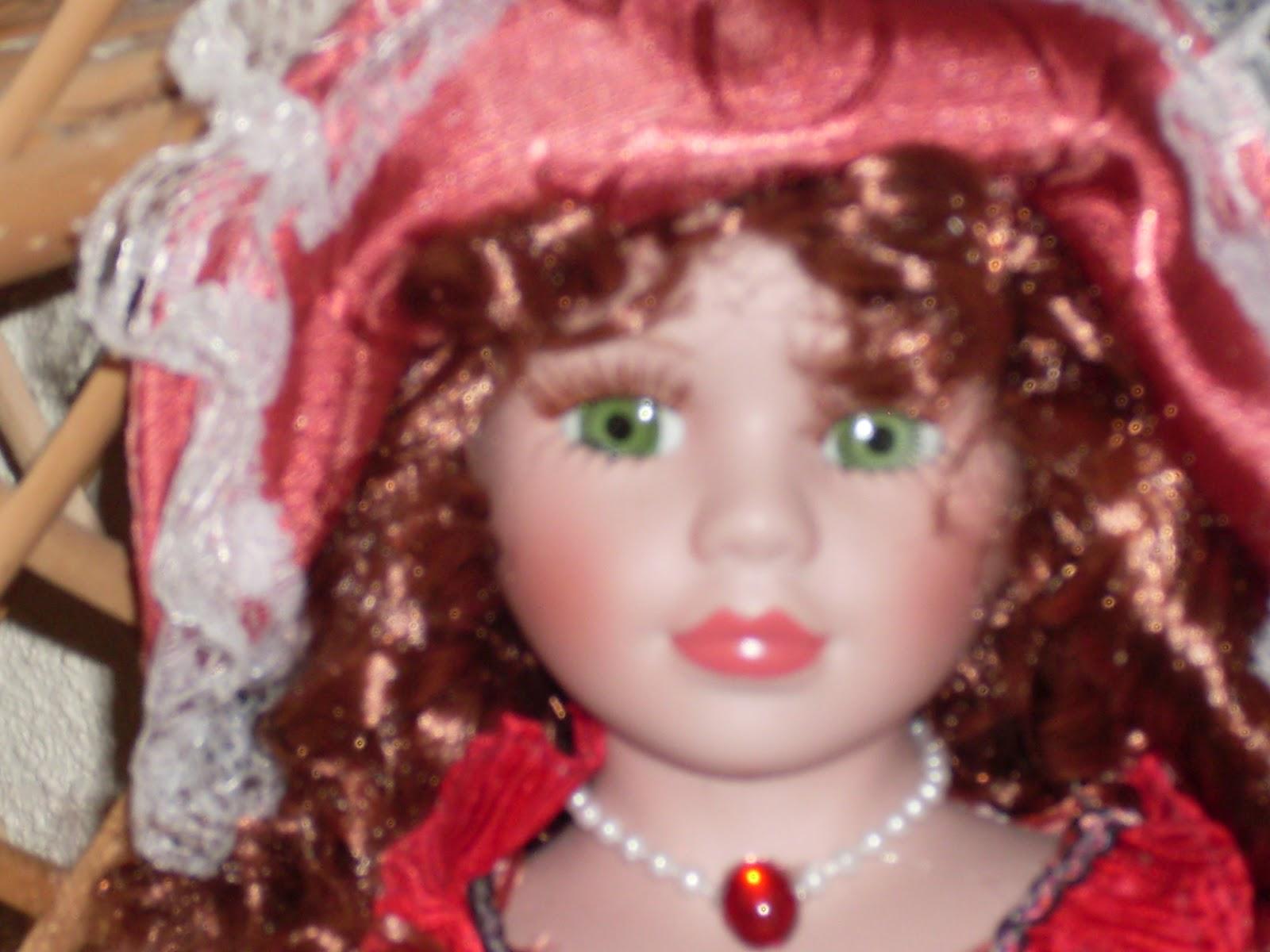 Pupaprinzessin: Muñeca de porcelana vestida de traje de época rojo ♥
