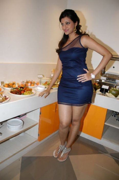 hamsa nandini spicy in blue skirt at food festival latest photos