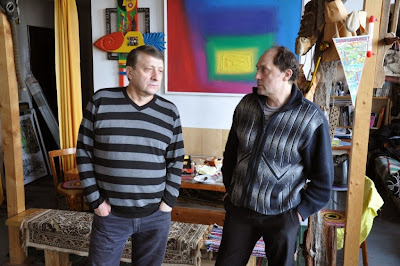 Николай Колычев и Анатолий Сергиенко в мастерской художника