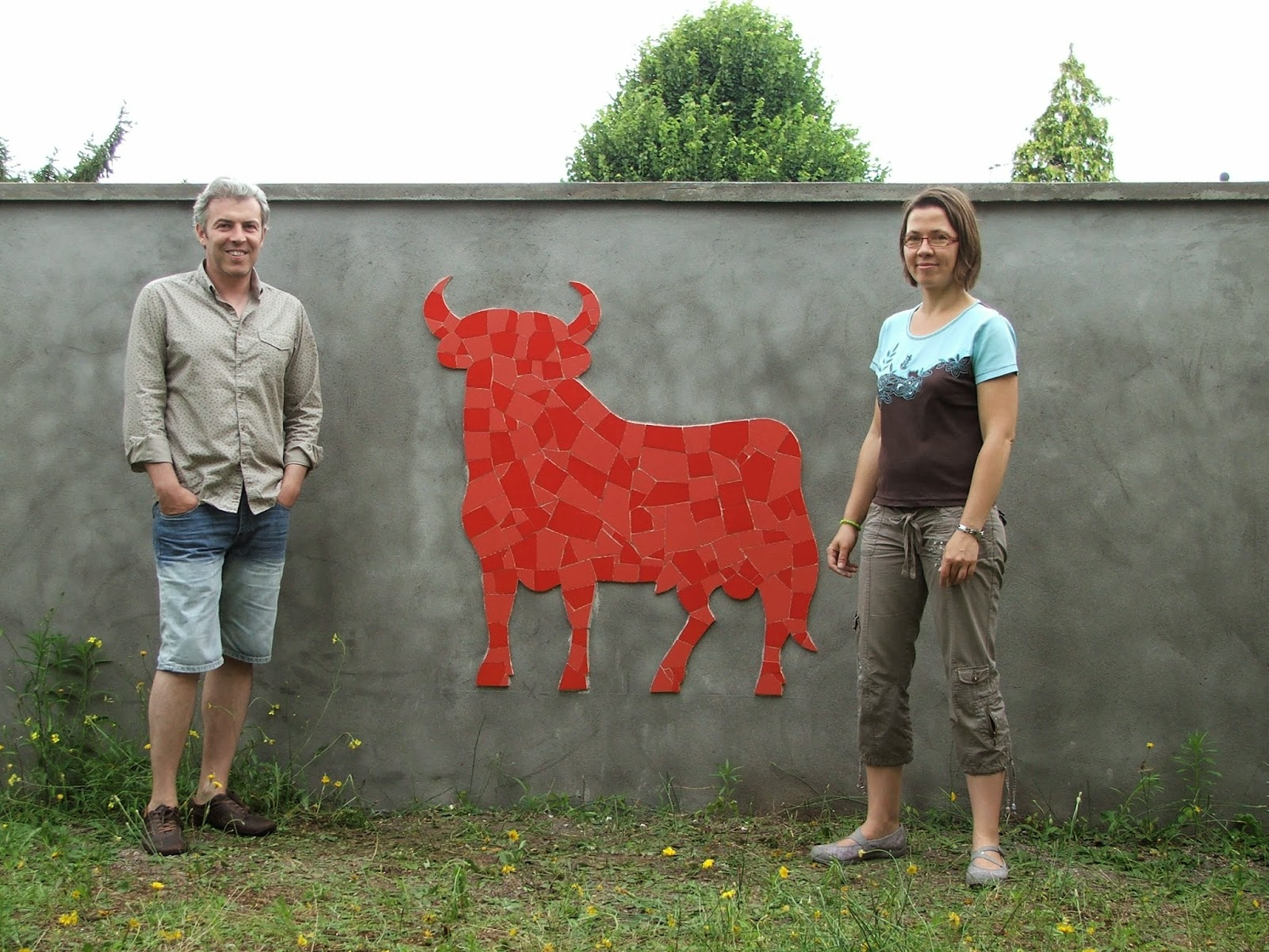 fin de chantier taureau espagnol rouge en mosaïque par mimi vermicelle