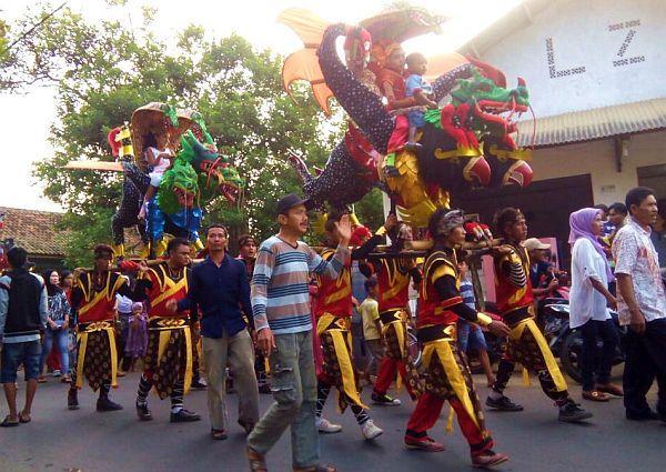 Tradisi Gotong Singa Khas Subang Terancam Punah?
