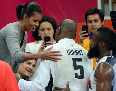 Michelle Obama Hugs Kevin Durant