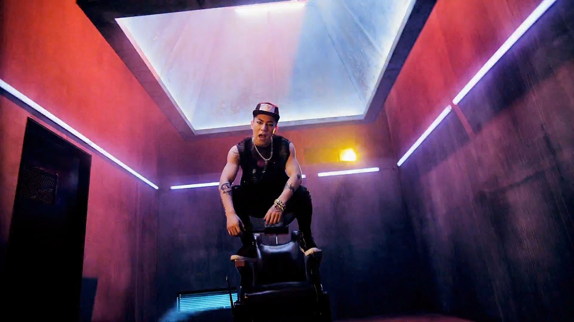Cross Gene's Casper from Play With Me MV