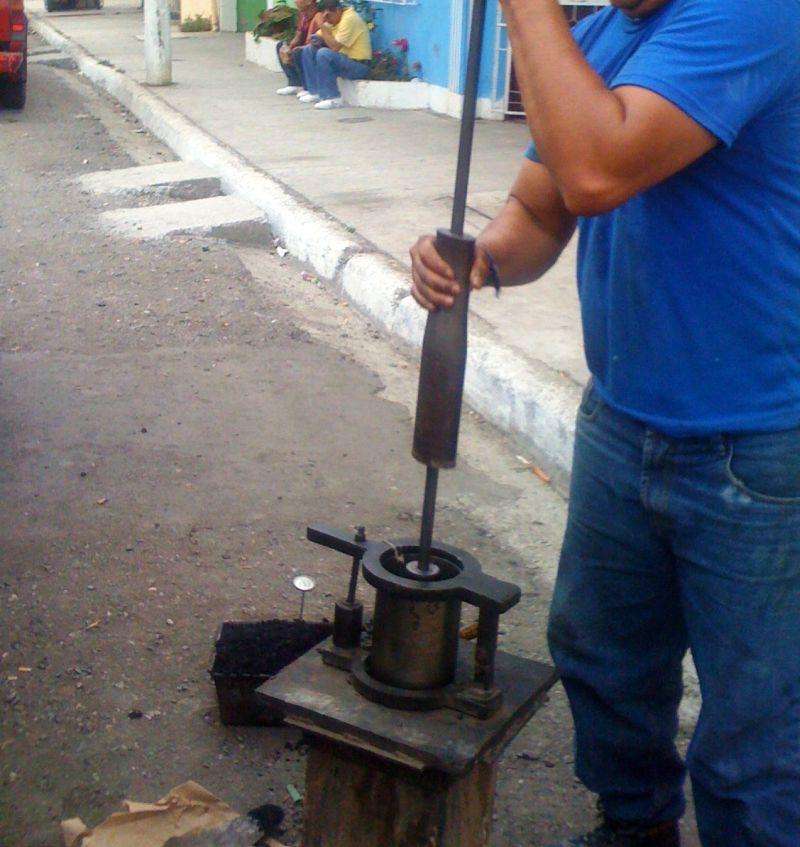 Elaboración de núcleos de prueba de asfalto, ensayo Marshall