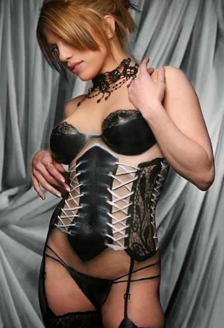 http://udhy-asbudi.blogspot.com/2014/11/perempuan-perempuan-ini-tidak-pakai-baju.html