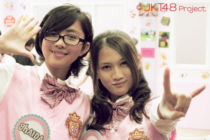 Dan ini beberapa foto Melody bersama member JKT48 lainnya: