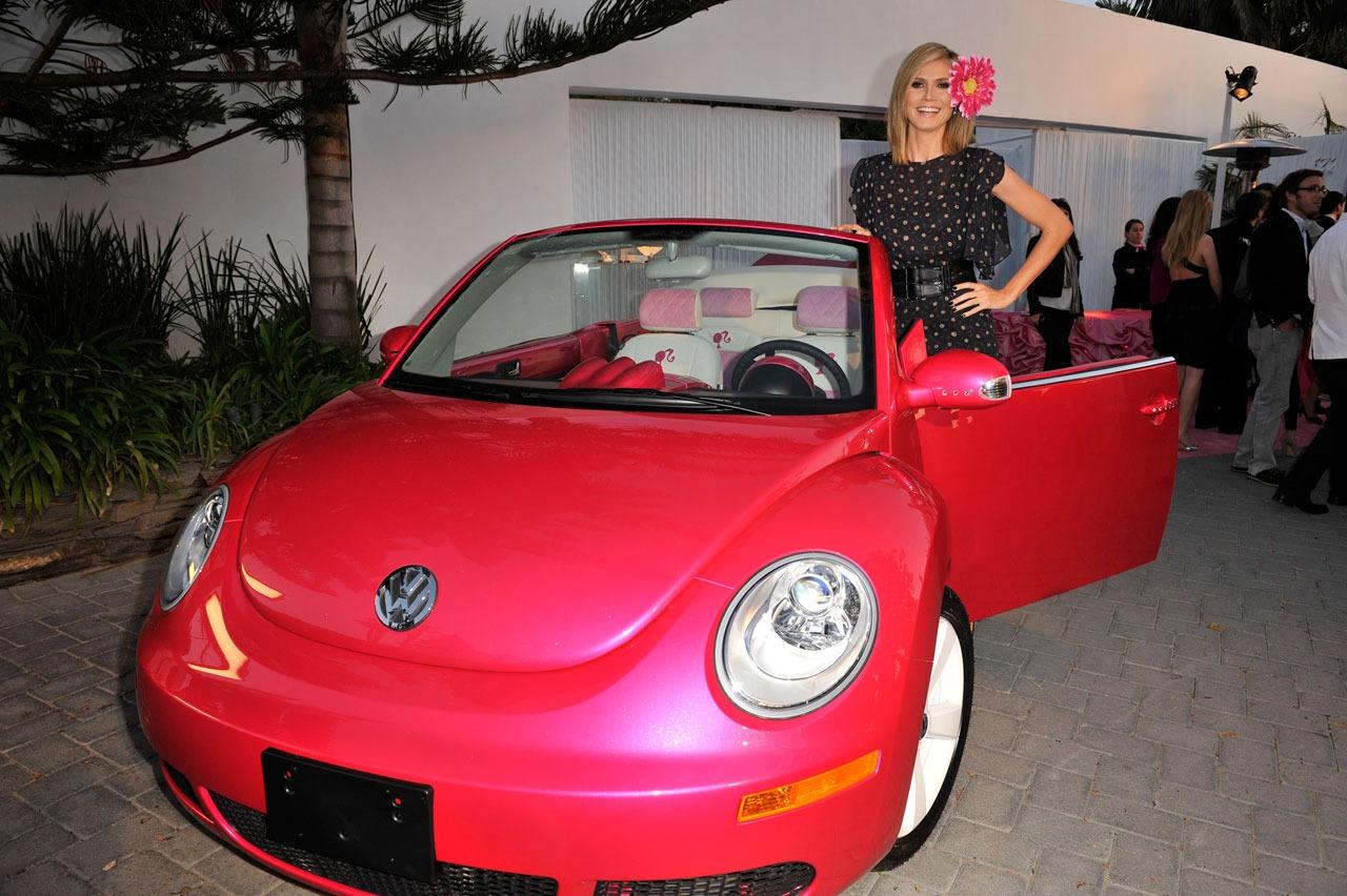 http://3.bp.blogspot.com/-a7fUyRAxOUk/TcWXjJzKJwI/AAAAAAAABBk/tMUJffCUtDQ/s1600/pink_vw_barbie_beetle_image_001.jpg