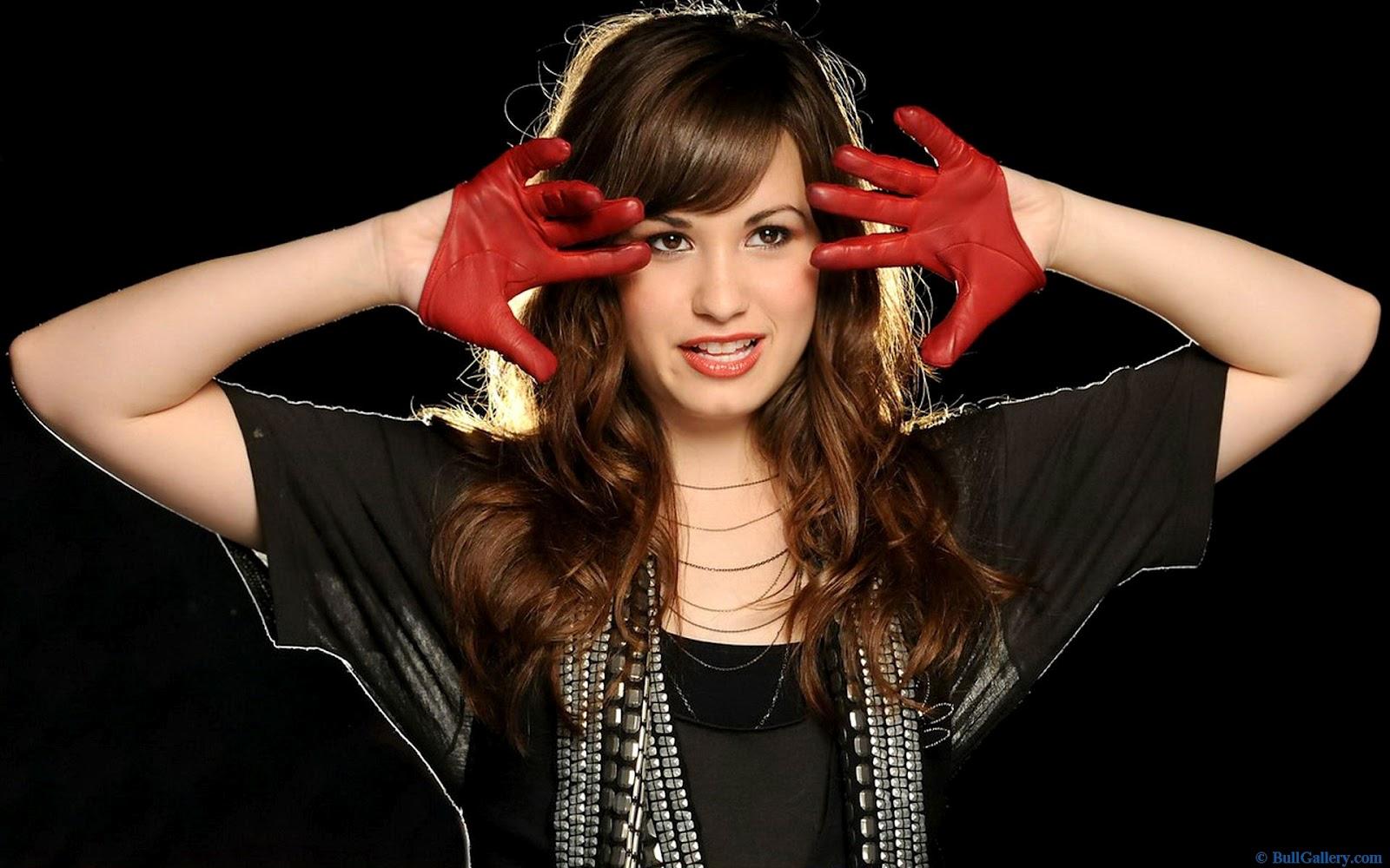 http://3.bp.blogspot.com/-a7xtNYO93vs/UEihhHvSsBI/AAAAAAAAEL4/IlCwBZu3ns4/s1600/Demi-Lovato-Bio.jpg