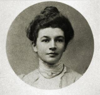 Portrait-Dora-Penny-Elgar