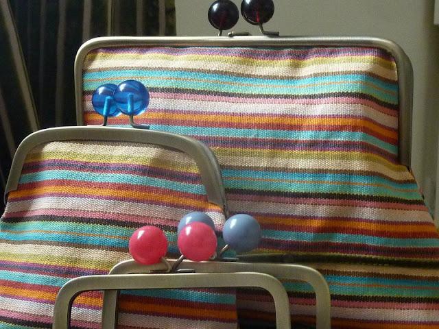 ponchito da lili carteiras bolas coloridas
