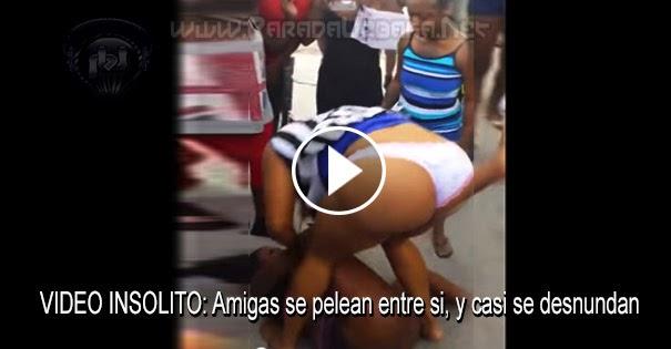 PELEAS CALLEJERAS - Amigas se pelean entre si, y casi se desnudan